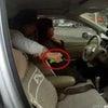 ▼唸声中国映像/後部座席に乗っていた女性が女性ドライバーの首を突然刺すの画像