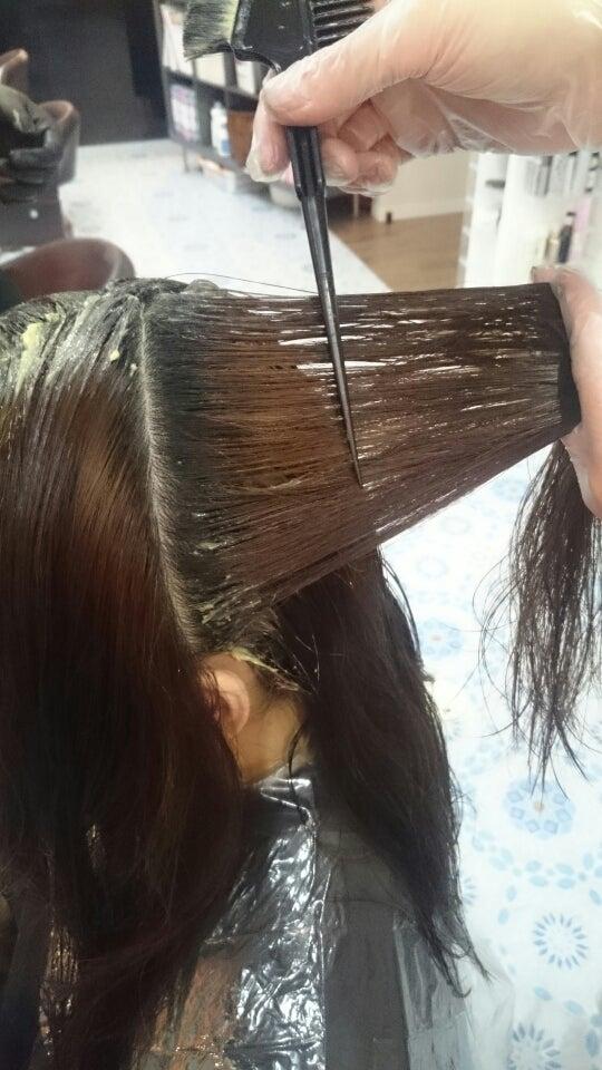 傷まないヘアカラーで、オトナ女子の髪悩みを解決いたします!の記事より