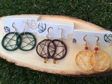 刺繍糸を使ったピアス