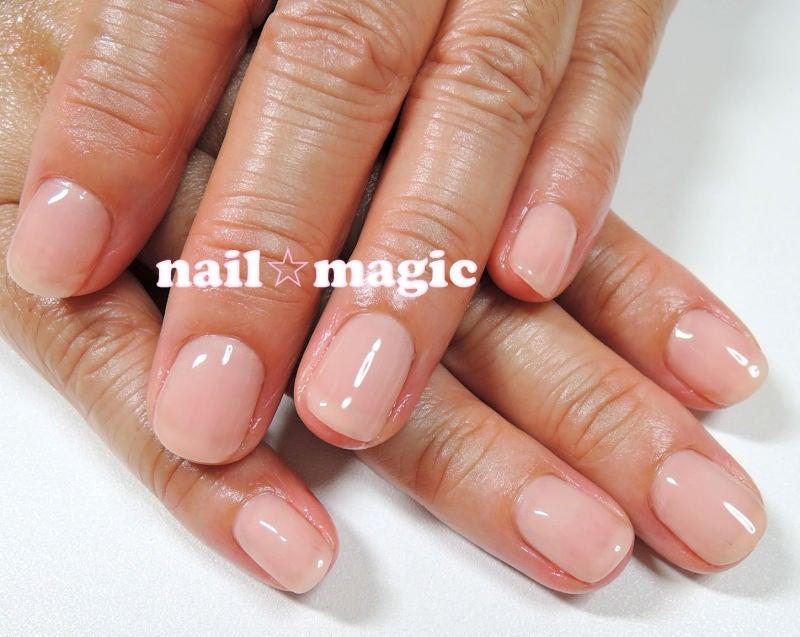 よりキレイな爪と手に見せたい方は、爪先の白い部分(フリーエッジ)をカラーリングで隠すと自爪よりも爪の色がキレイに見えるのでお勧めです!