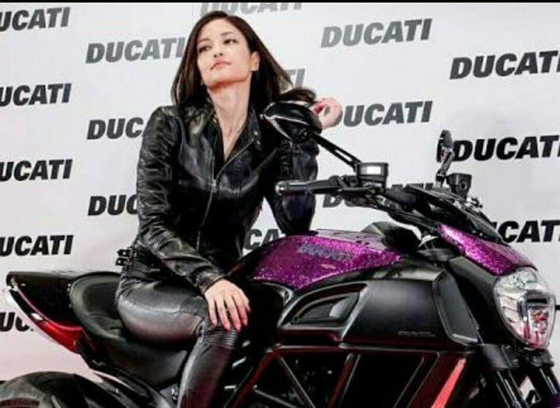 バイクがよく似合う黒木メイサ❗