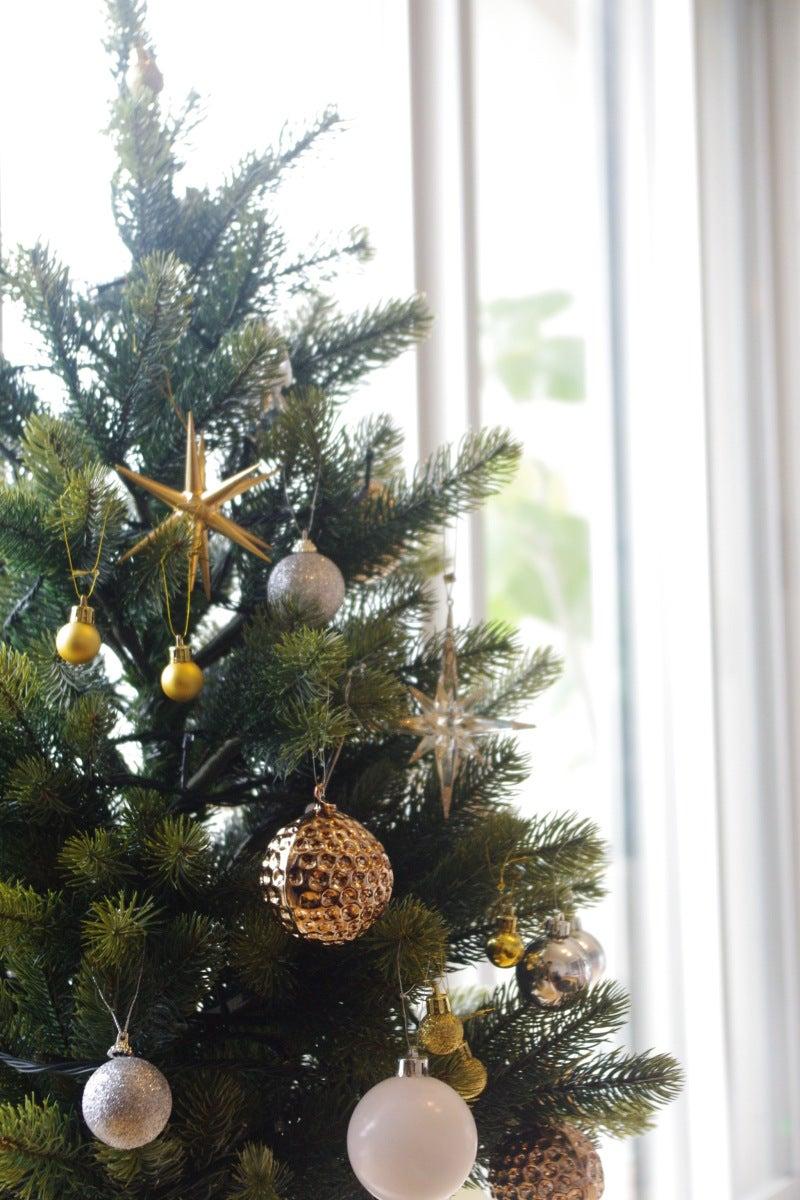 シルバーゴールドで飾る大人クリスマスツリー サチあれ 北欧