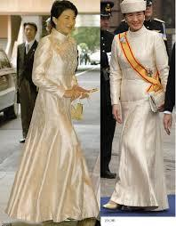 あれは、清子さんの結婚式当日の「クラリスドレス」とそっくりだったんだけど 式場に花嫁のウェディングドレス とそっくりなのを着てる兄嫁が一緒に並んでるのって・・