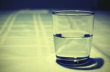 グラスを満たす