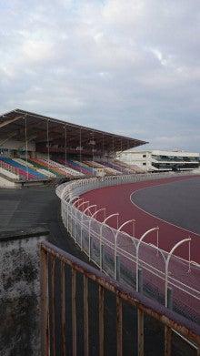 浜松市オートレース場メインスタンドテント更新工事・既設シート撤去(施工写真)