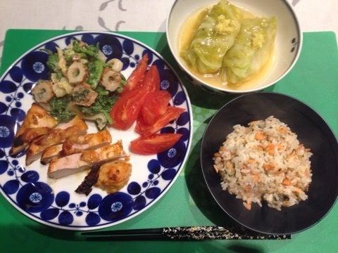 タンドリーチキン。 \u203b竹輪とキャベツと菜花の、梅ハニーポン酢マヨ。 \u203bトマト\u203b鶏豆腐ロ和風ールキャベツ\u203b鮭バターしそご飯。