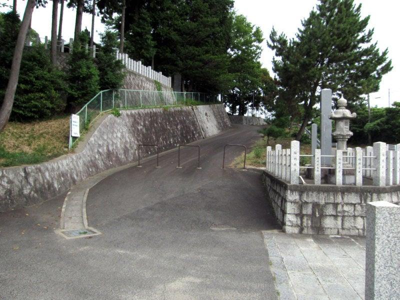 吹上城①交差点から上がる坂