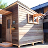庭先に置ける小屋の画像