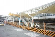浜松市オートレース場メインスタンドテント更新工事・シート取付(施工写真)