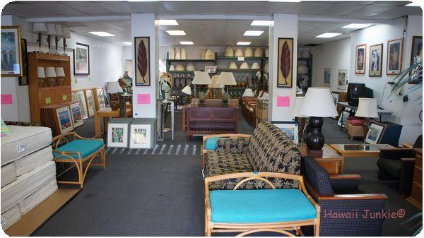 Great 広々とした店内には、色んな家具が陳列されています