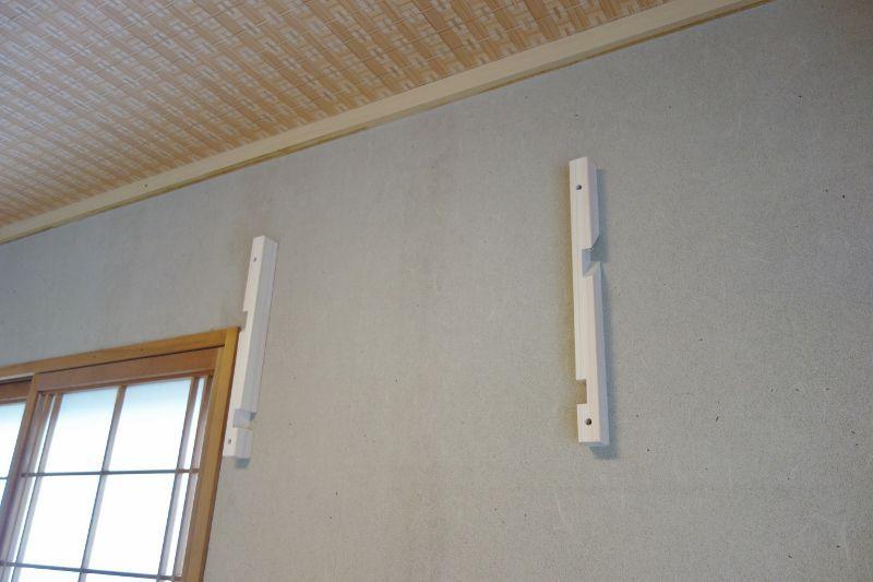 和室の壁面(石膏ボード)へ支柱を取付