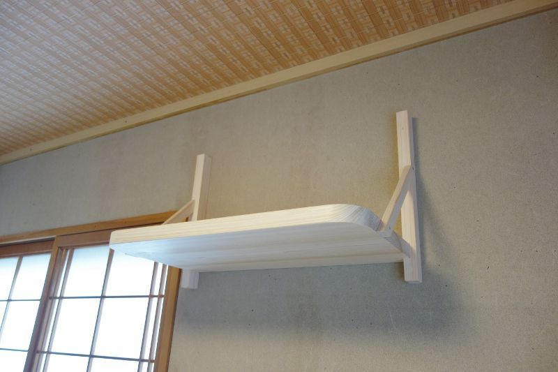 神棚板を壁に固定完了