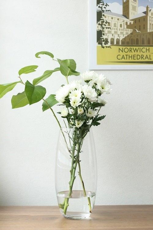『花茶』と呼ばれるもので、茶葉に花の香りを加えたものを言うらしいのですが、 花弁の香りを茶葉に移したジャスミン茶ですね。