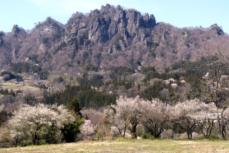 岩櫃城①岩櫃山遠景