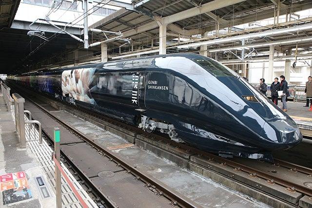 黒い新幹線「現美新幹線」が大宮にやってきました!   はや ...