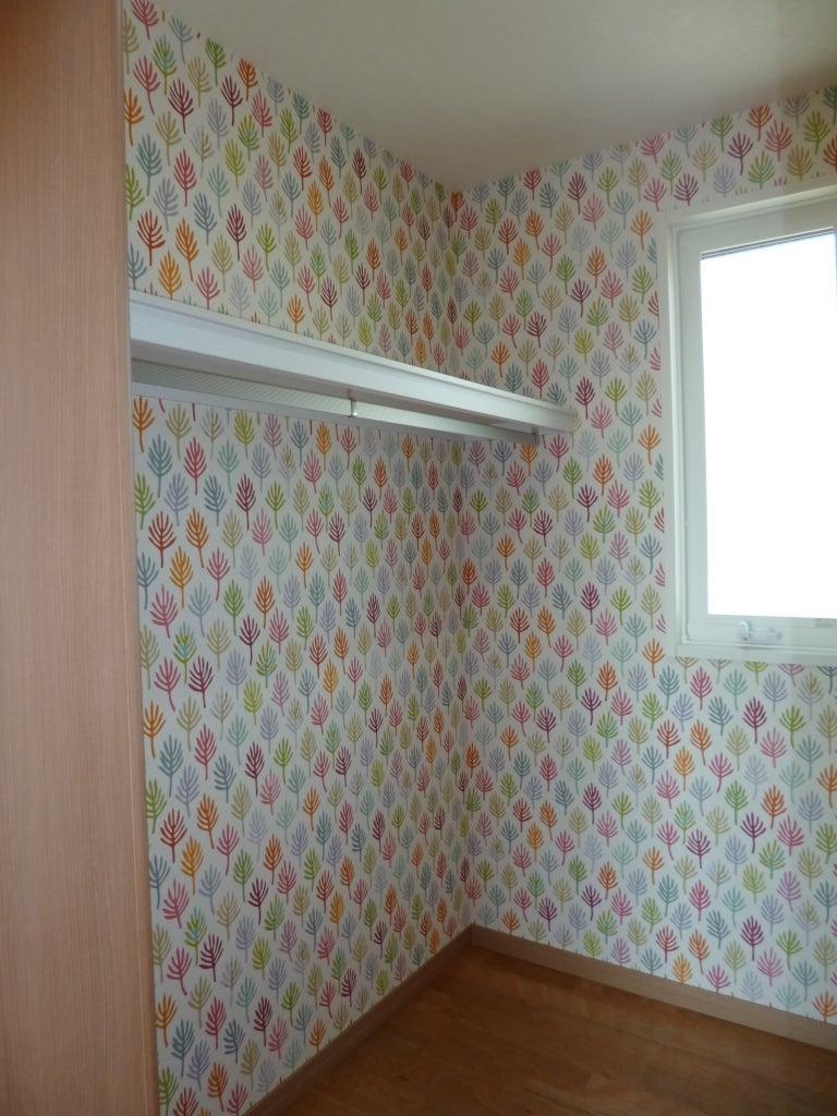 ウォークインクローゼット 収納の壁紙の効果 Interior Design