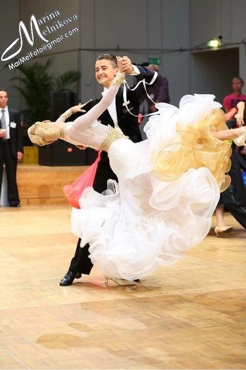 パーティー 情報 ダンス