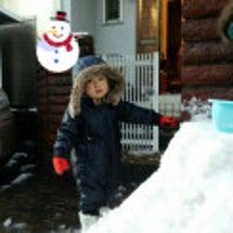 我が家の男子、雪で遊…