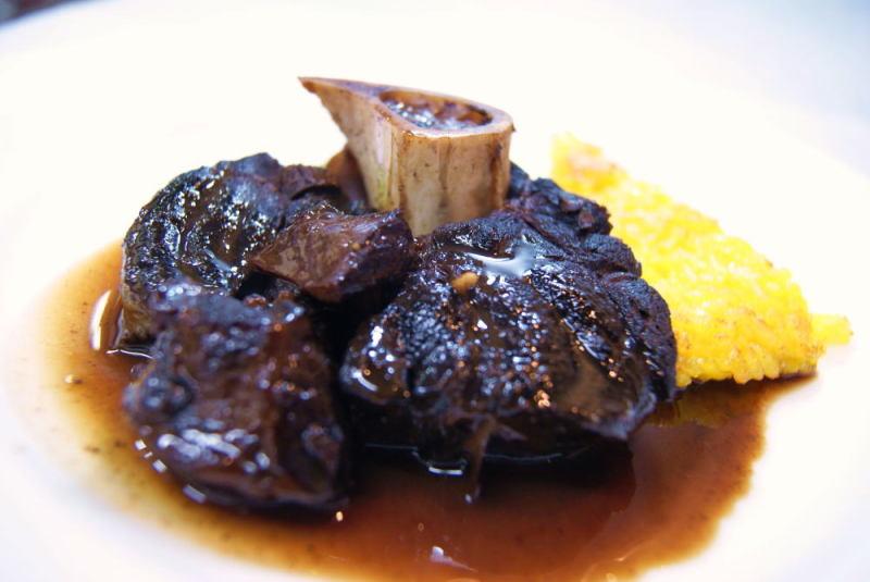 エゾ鹿テール肉の赤ワイン煮込みむ