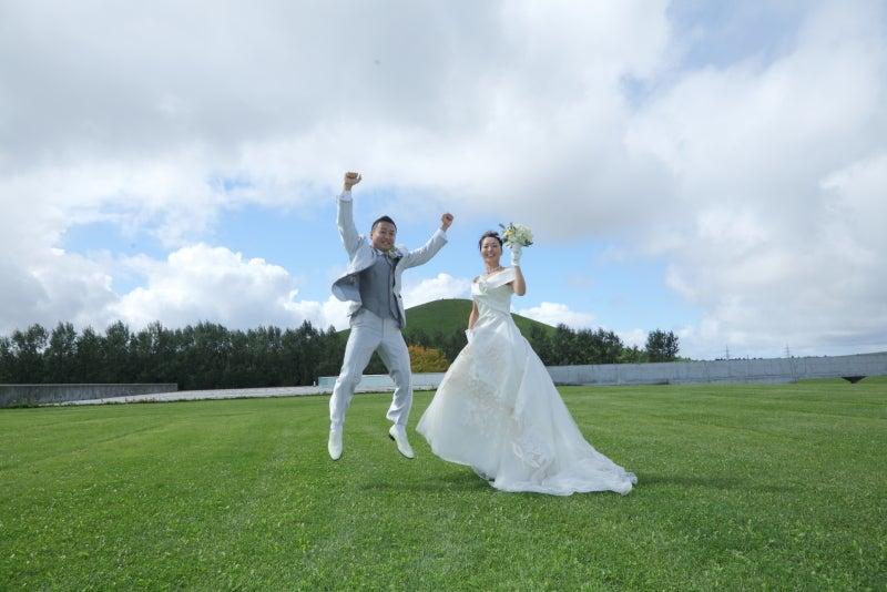 最近、アメリカで公園や森の中で行う結婚式が人気です !