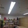 店舗の改修工事、ショーケースをライティングレール+スポットライト@新宿区信濃町の画像