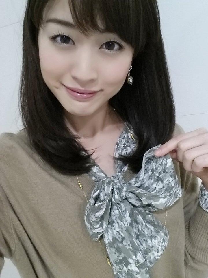 スカーフが可愛い新井恵理那