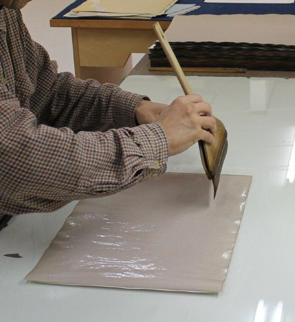 小室かな料紙工房 箔加工1