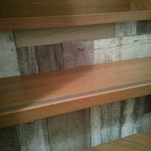 階段に壁紙を貼る