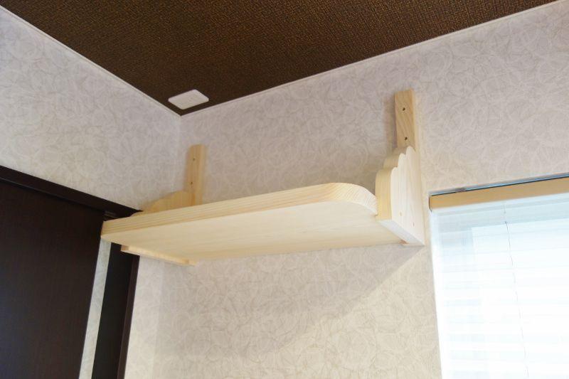 石膏ボード壁に神棚を固定