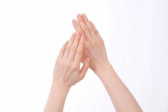 少しでも細く長く!指輪がすっとキレイに似合う指・手に憧れるの記事より
