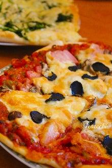 厚切りベーコン、マッシュルーム、トリュフのピザ