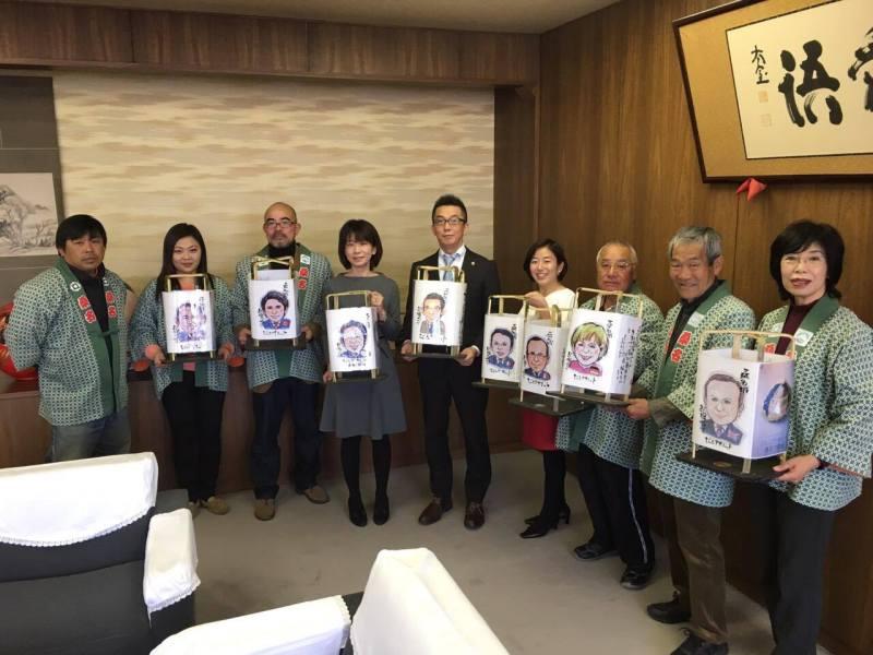桑名市長の似顔絵とジュニアサミット