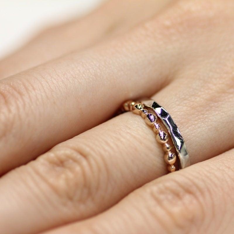 ヴーレ・ヴーのコーディネートリングと結婚指輪の重ね付け