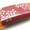 ■可愛らしい桜のべっ甲帯留|銀座百点|ピンク色(桜色)に輝く金蒔絵に螺鈿の桜の花が美しい。の画像