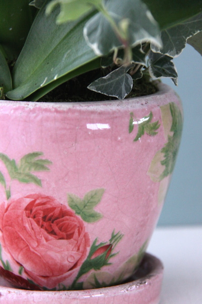 アンティークなローズ柄のピンクの鉢
