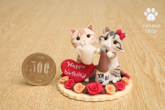 猫さんのクレイアートと500円玉の比較