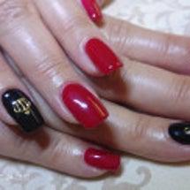 赤×黒。イニシャルネ…