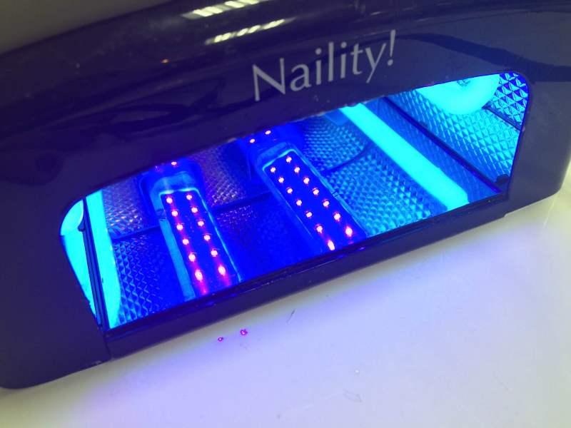 UVインクは光重合するため速乾性がある