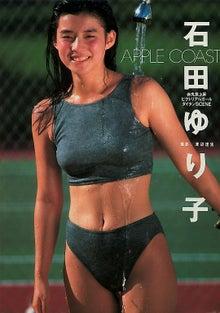 石田ゆり子さんのショートパンツ姿
