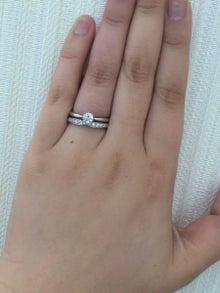 婚約指輪はシンプルがいいけど、 結婚指輪は華やかなものが良いなあという方に。