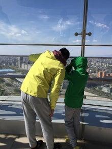 4月17日釘子塔眺める父子.jpg