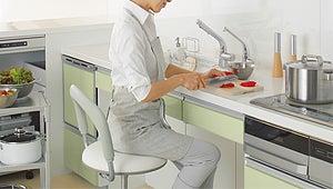 座って調理できるキッチン