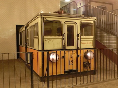開業当時の電車