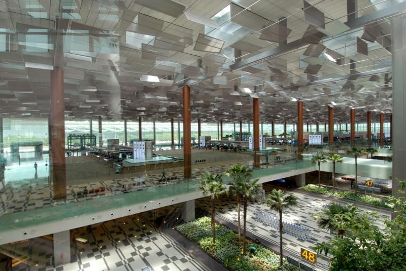 国際空港で使える椅子がなく、エアコンも壊れ | 京都観光・航空 ...