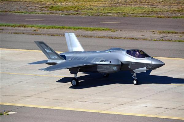 史上最強の米戦闘機が復活か…中...