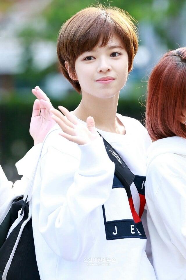 TWICEのメンバー(ナヨン、ジョンヨン、モモ、サナ、ジヒョ、ミナ、ダヒョン、チェヨン、ツウィ)らが出演する5月13日に放送される、KBS別館で行われる「MUSIC