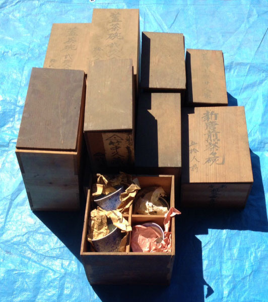 遺品整理のさいに出てきた、骨董品、古道具の出張買取りは、お任せください。の記事より