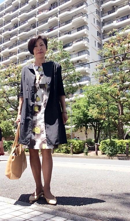 50代 ファッション ワンピースコーデはロングジャケットでお洒落
