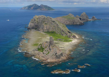 尖閣諸島手前から南小島北小島魚釣島