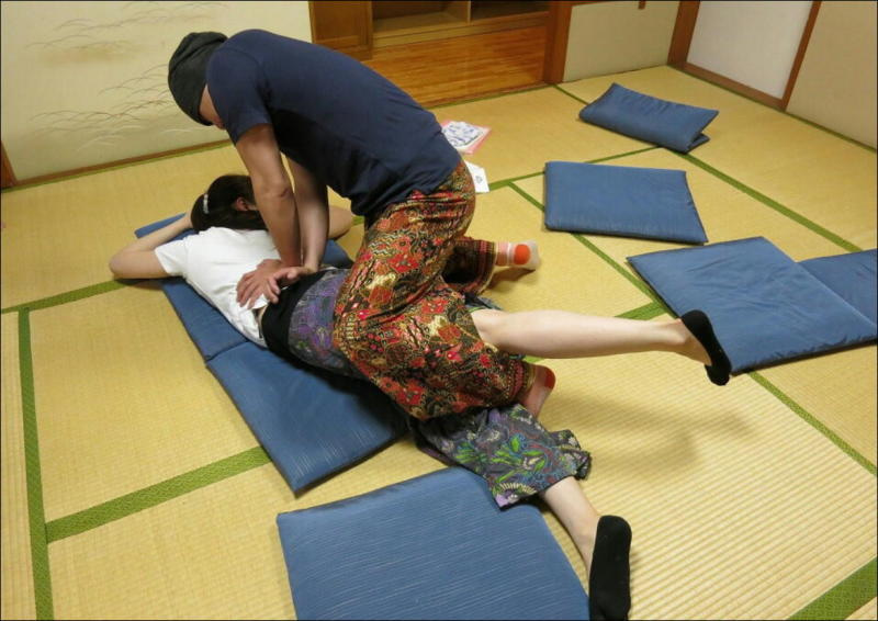 『教え合う練習会』タイ古式マッサージ委員会 11